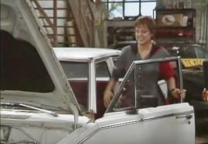 Bieke stapt in de Dodge Dart... Bijna verkocht