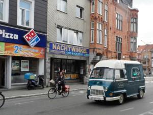 Renault Estafette van 'Jules' in de Overpoortstraat