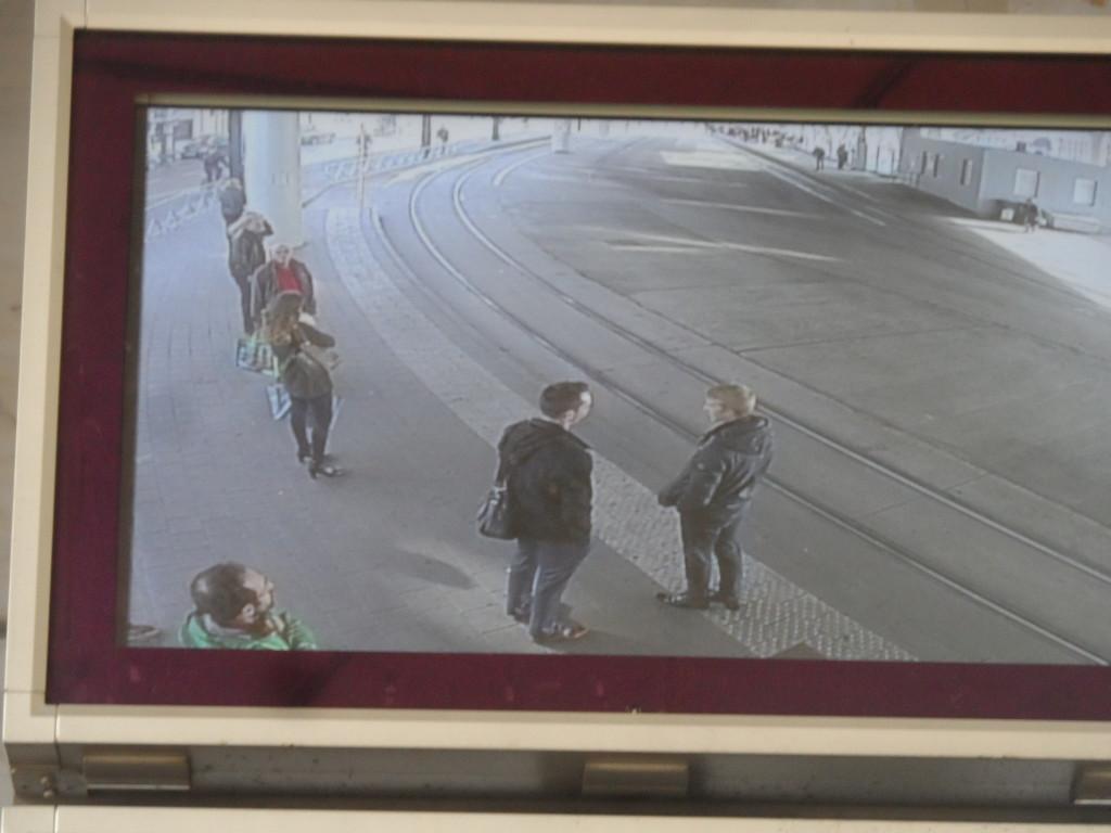 Spiegelpaleis, bekijk jezelf en je medemens aan de tramhalte