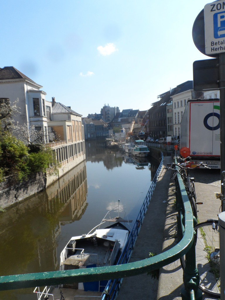 Zicht op de krook (kromming van de Schelde) vanuit de Walpoortstraat