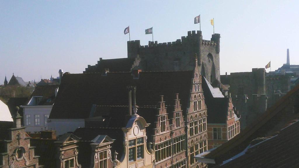 Gravensteen - zicht vanaf een dak aan de Burgstraat - pic Arne Depreitere