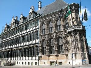Stadhuis - rechterkant gotische gevel - pic stad gent