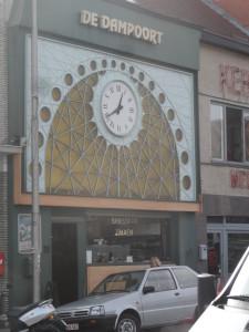 Antwerpenplein - Brasserie met klok