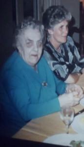 """""""Meter van Meulebeke"""" met haar dochter, miijn moeder"""