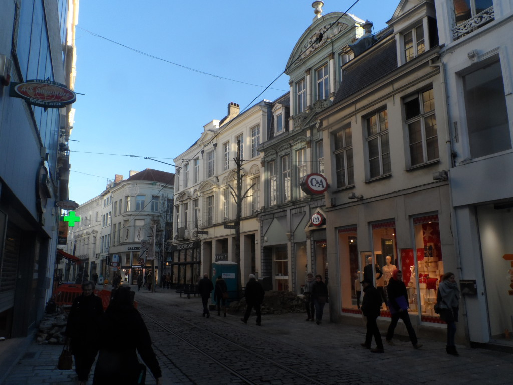 Veldstraat - The Body Shop, Esprit en C&A = Hotel Schamp of Hof van Lovendeghem