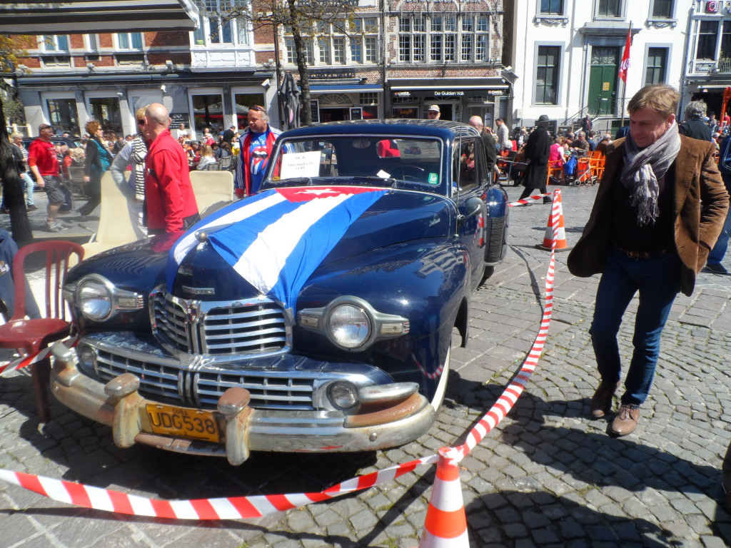 Vrijdagmarkt - Lincoln Continental uit de late jaren 1940
