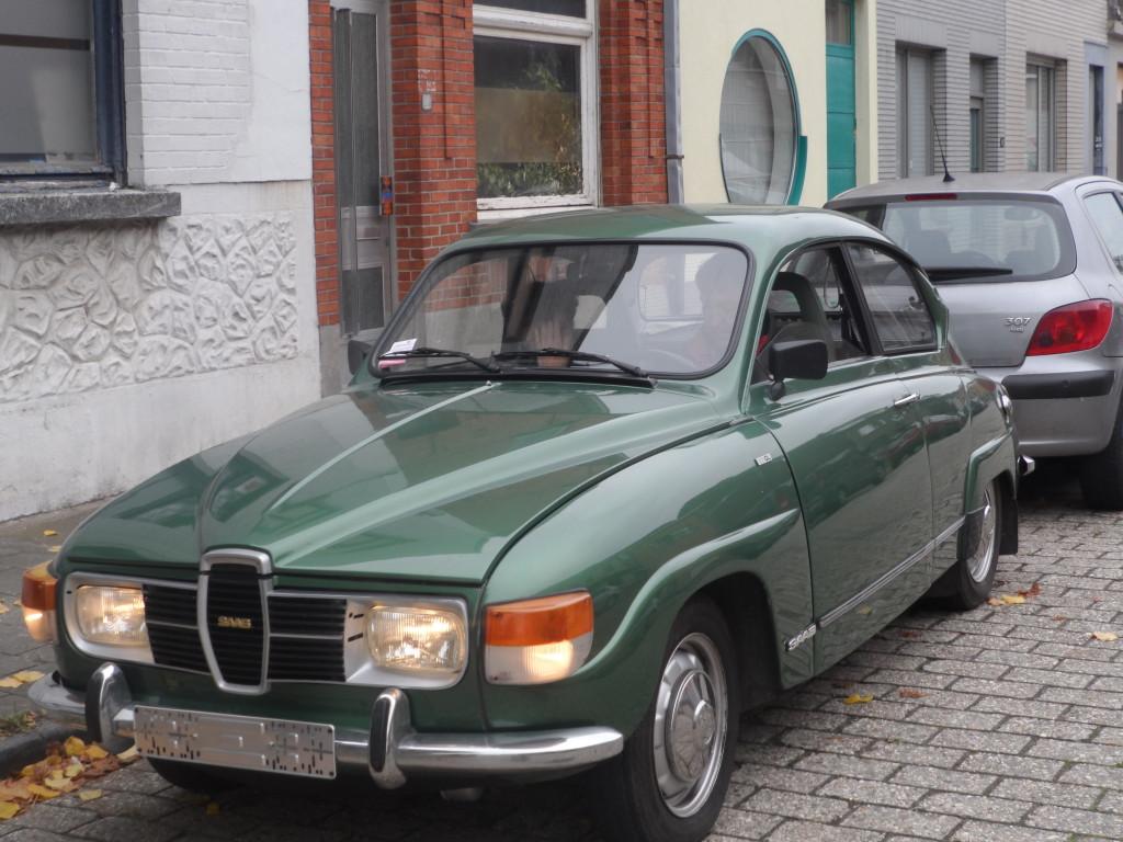 Buurt Zuiderbegraafplaats - Saab 96 GL uit 1980