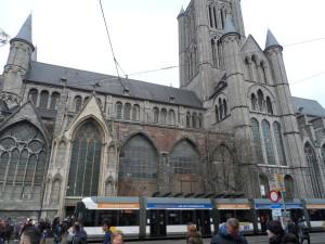 Cataloniëstraat - zuidelijke gevel Sint-Niklaaskerk nu