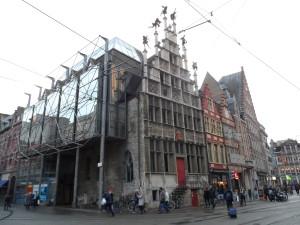 Cataloniëstraat - hoek Sint-Niklaasstraat - Sint- Niklaaskerk - Metselaarshuis nu