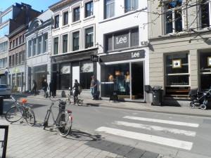 Zicht vanop Romain Deconinckplein - de man op het plooifietsje is Felix Van Groeningen...