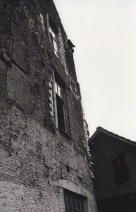 Sanderswal - bouwmaterialen van het Hof zijn onzichtbaar aanwezig t in nieuwere woningen