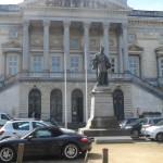 Oud gerechtsgebouw - standbeeld Metdepenningen