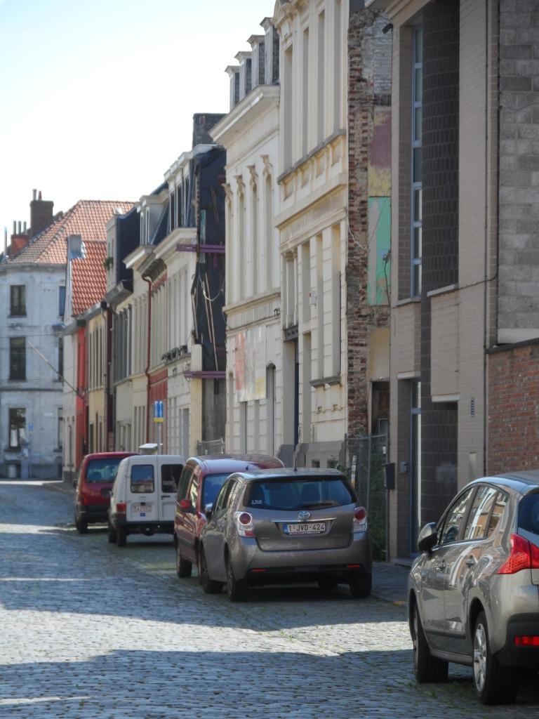 """Mirabellostraat - de huizen met witte gevel bevinden zich op de oude """"motte"""""""