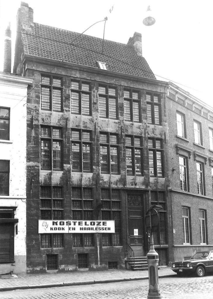 Lange Steenstraat 8 in 1976 - pic inventaris.onroerenderfgoed.be