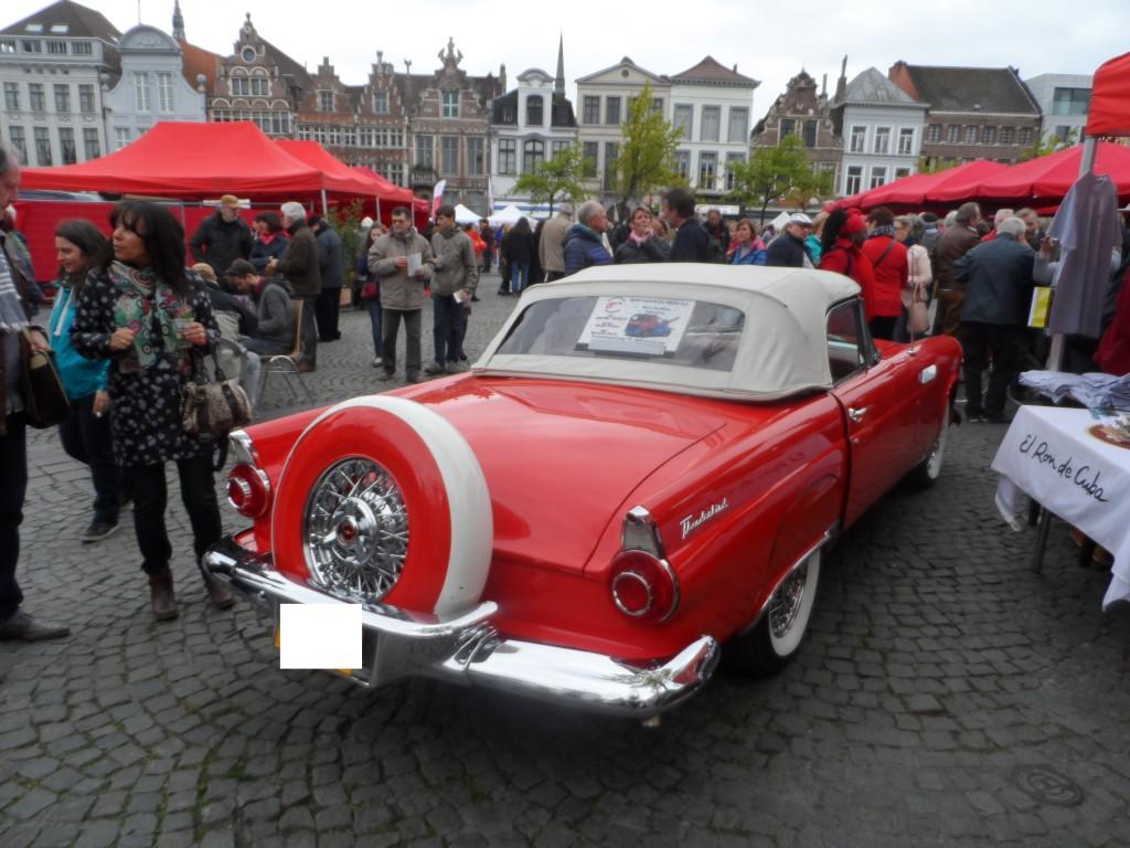 Vrijdagmarkt -Ford Thunderbird
