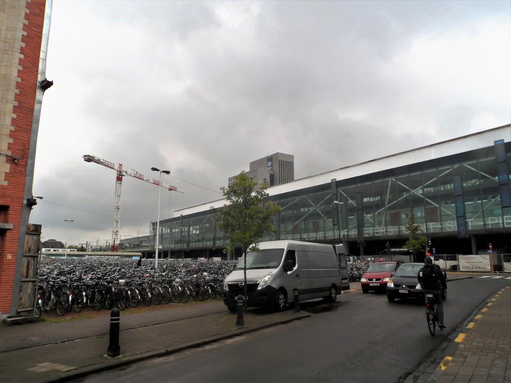 Koningin Mathildeplein - achter station