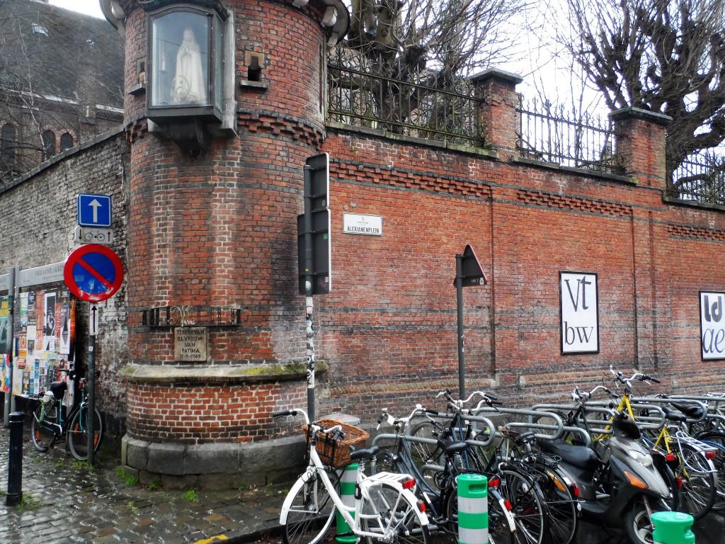 Hoek Alexianenplein en Zwartezusterstraat