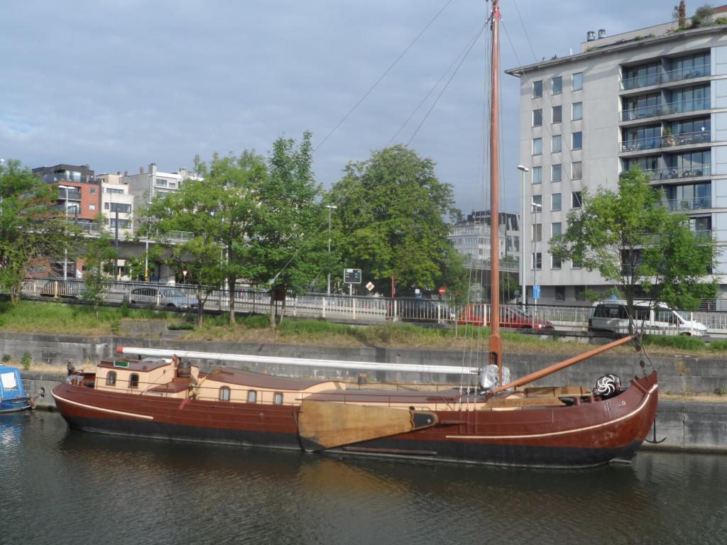 Edward Pynaertkaai – Bijzonder binnenvaarstschip. Een Tjalk uit 1903