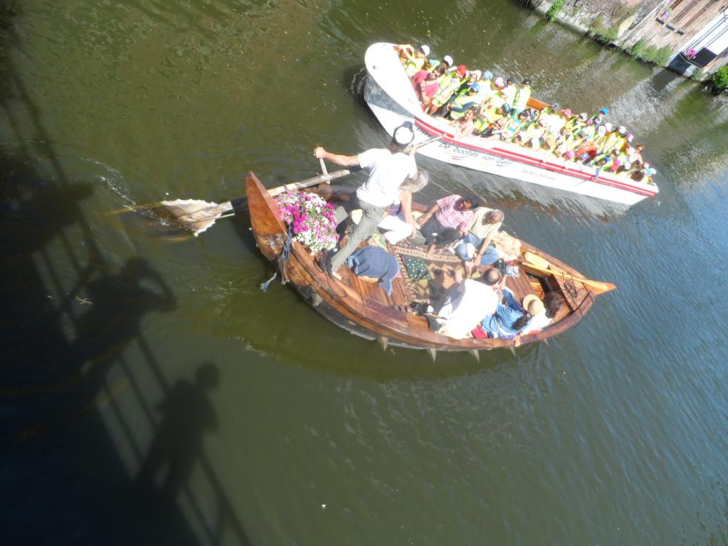 Burgstraat - zicht op Lieve - Gewoon bootje middeleeuws handaangedreven exemplaar