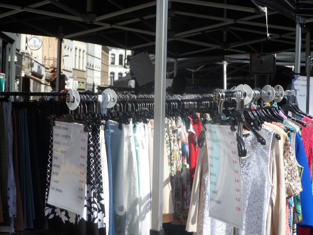 Koestraat - hoek Vogelmarkt - 'Braderie Publique' nog tot en met zondag
