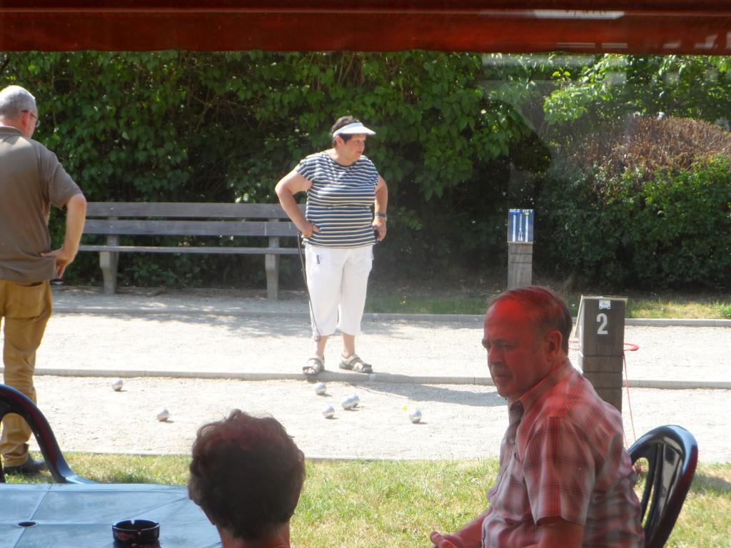 Ottergemsesteenweg - Jeu de boules in het Open Huis Otterken, door ons gemeenzaam maar liefdevol 't Seniorenkot genoemd.