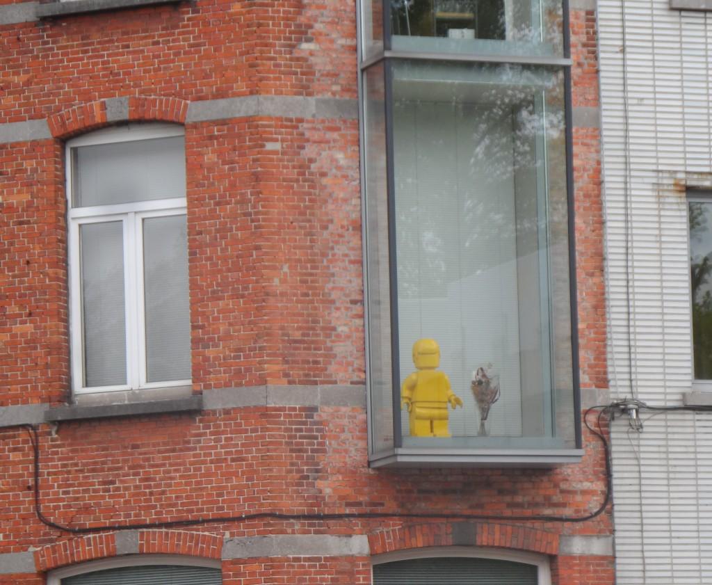 Citadellaan - Zet eens een Playmobil voor je raam...