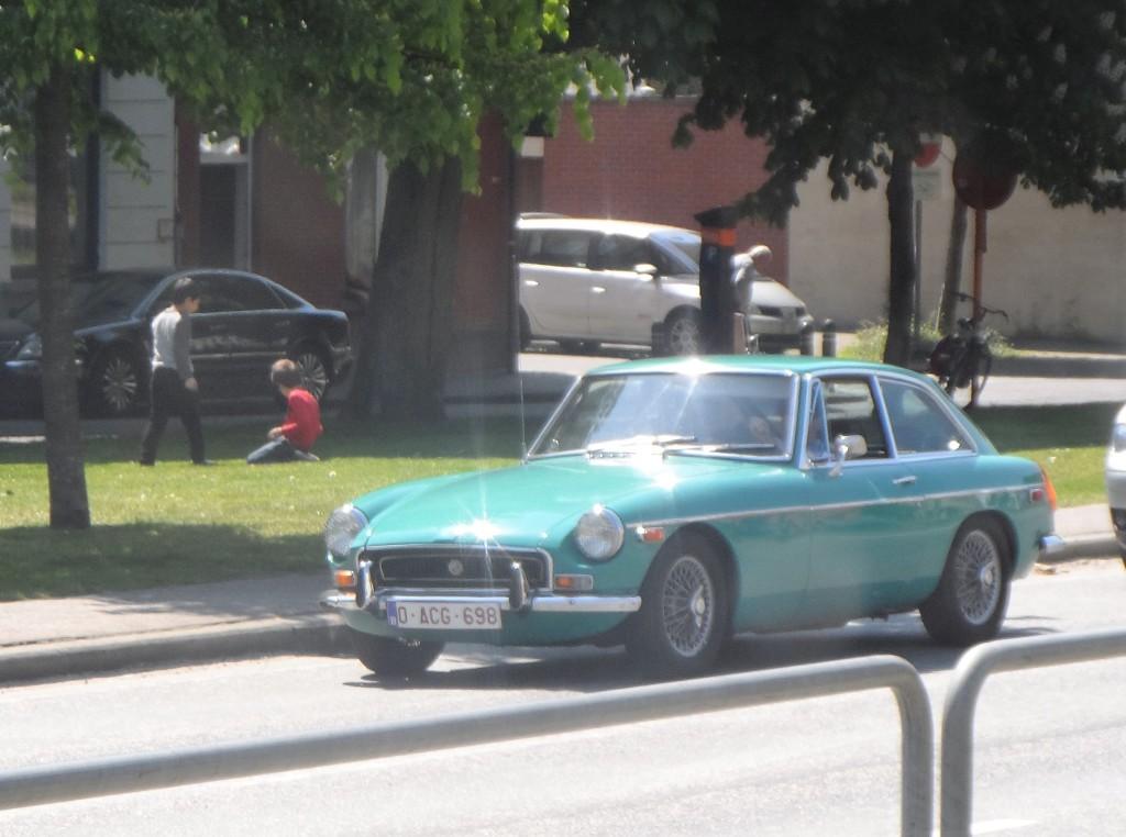 Opgeëistenlaan – Oldtimer MG B MGB GT hard top uit de beginjaren 1970