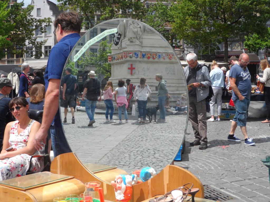 Vrijdagmarkt – We vonden er het betere kwaliteitsaanbod. Op sommige plekken was er een zweem naar brocantemarkt.