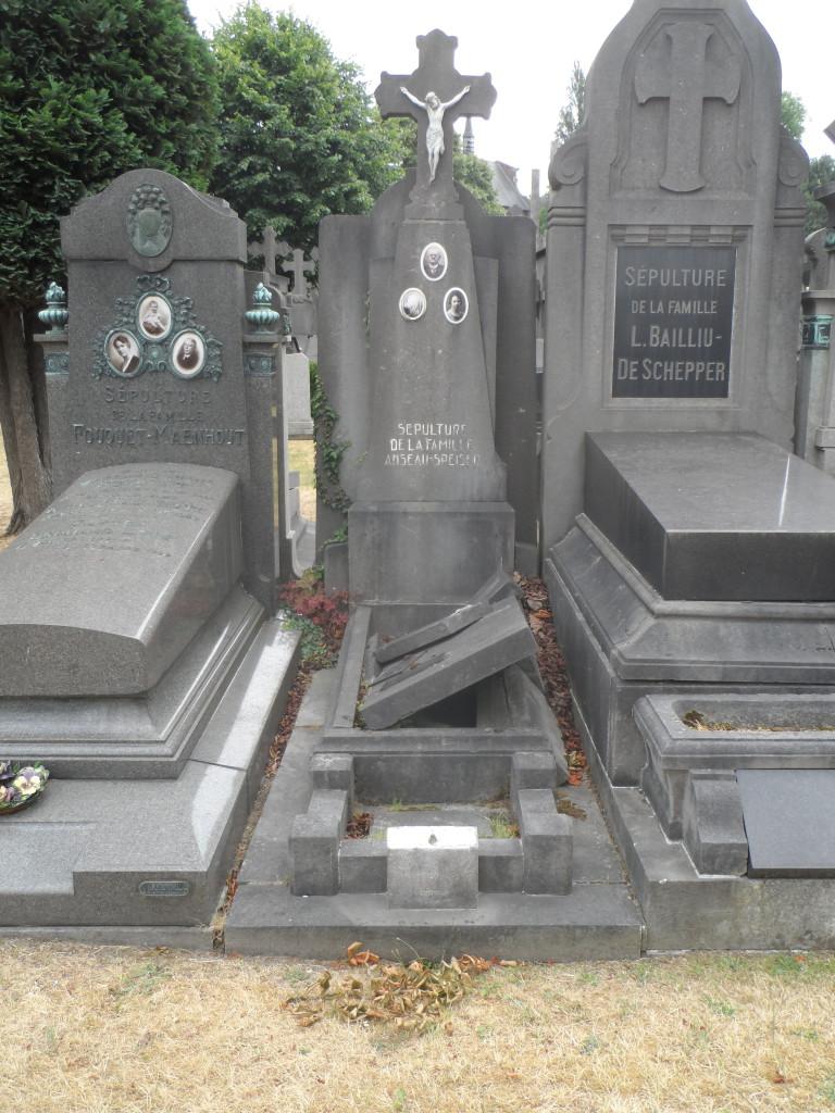 Campo Santo - opengebroken graf