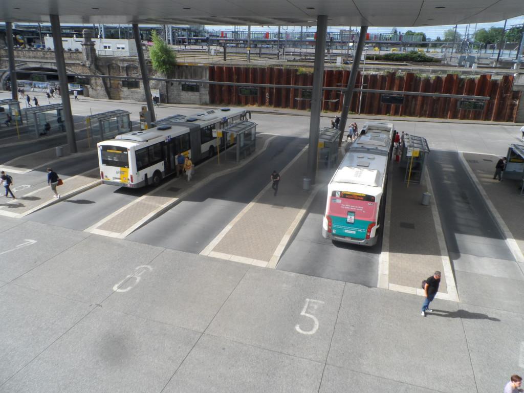 Sint-Pietersstation - busstation - De Lijn