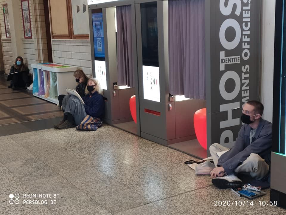Koningin Maria Hendrikaplein - Gent-Sint-Pieters - station - studenten tekenen (2)